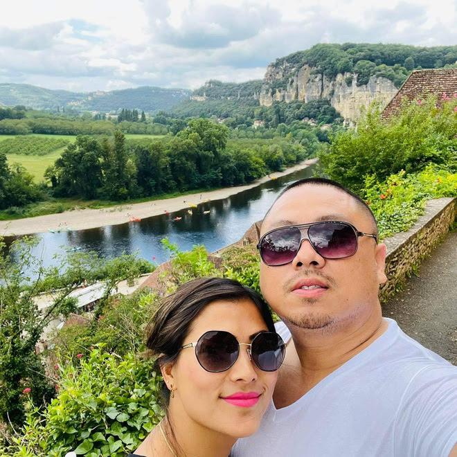 """Chặng đường yêu của cô gái H'Mông nói tiếng Anh như gió và bạn trai CEO trước khi tan vỡ: Tặng nhau lời """"có cánh"""", đã ra mắt gia đình - ảnh 1"""