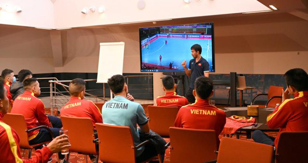 """Trưởng đoàn Trần Anh Tú: """"Futsal Việt Nam ngay từ đầu đã đặt mục tiêu thắng Nga, không có ý định thua"""""""