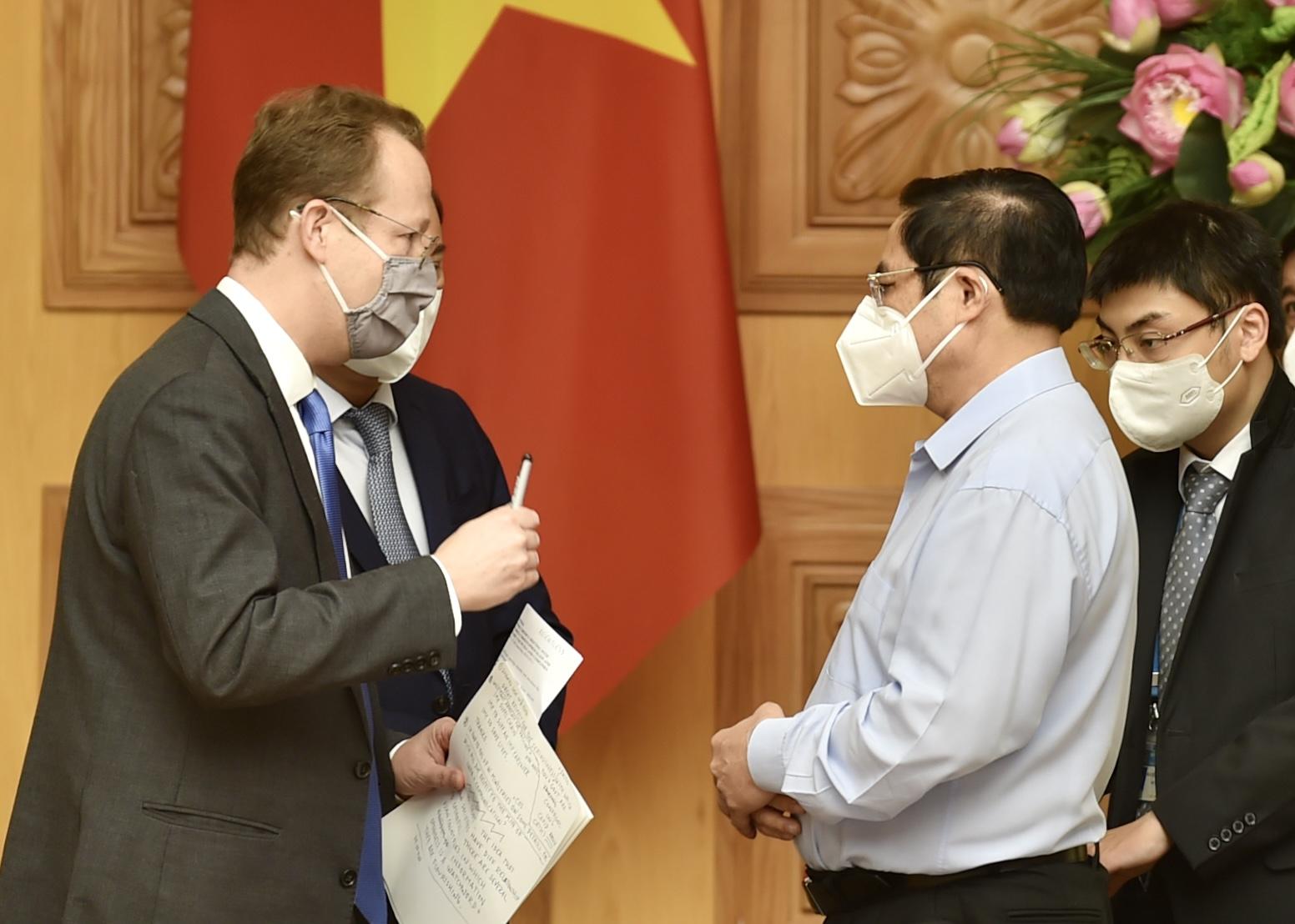 Chính phủ luôn lắng nghe, hỗ trợ các nhà đầu tư nước ngoài trên tinh thần hài hòa lợi ích, chia sẻ rủi ro
