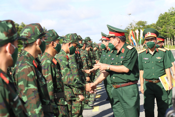Hơn 1350 cán bộ, chiến sĩ quân dân y gấp rút lên đường tăng viện cho 'tuyến lửa' - ảnh 1