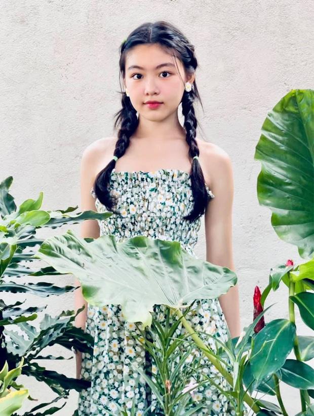 """Màn bùng nổ visual đẳng cấp của ái nữ Lọ Lem nhà MC Quyền Linh: Xinh như """"thần tiên tỷ tỷ"""", Hoa hậu tương lai là đây!"""