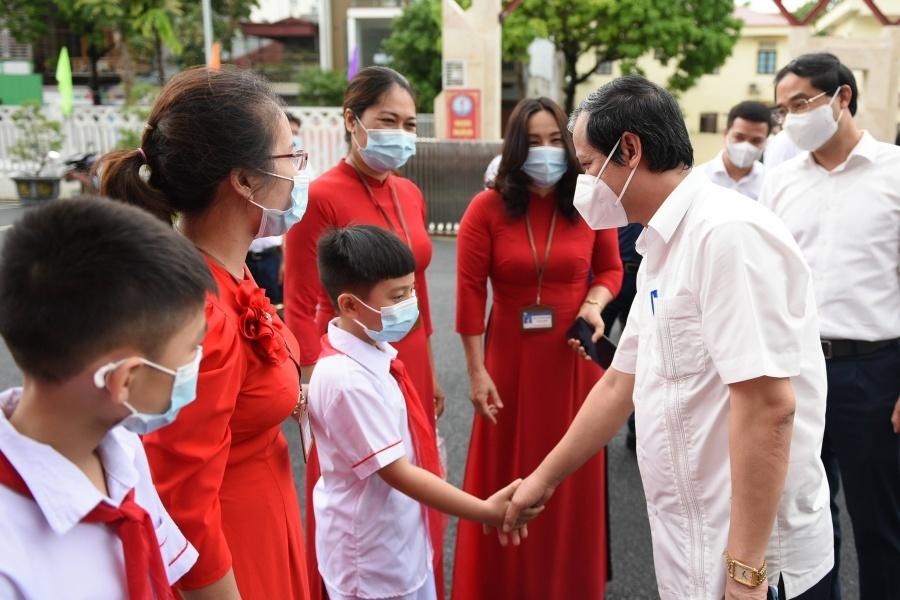 """Bộ trưởng Nguyễn Kim Sơn: """"Tôi mong học sinh tìm thấy niềm vui trong học tập"""""""