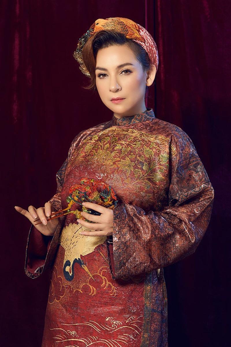 Dù là ngôi sao hàng đầu, khán giả chưa bao giờ thấy Phi Nhung làm điều này trên sân khấu!