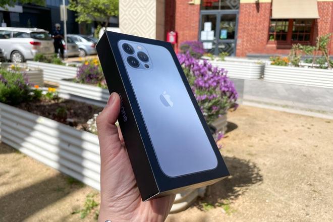 Review nhanh: iPhone 13 Pro Max màu Sierra Blue đầu tiên trên thế giới
