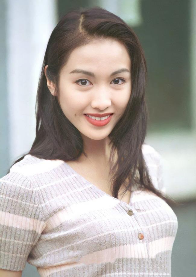 """""""Đệ nhất mỹ nhân TVB"""" Lê Tư thời trẻ đẹp thế nào mà khiến cho các đại gia đều say mê?"""
