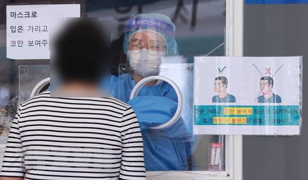 Anh-Hàn trao đổi hơn 1 triệu liều vaccine, Italy sẽ tiêm mũi thứ 3 - ảnh 1