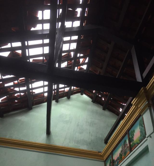 Hàng chục nhà dân ở Thừa Thiên Huế bị tốc mái do ảnh hưởng của bão số 5 Conson