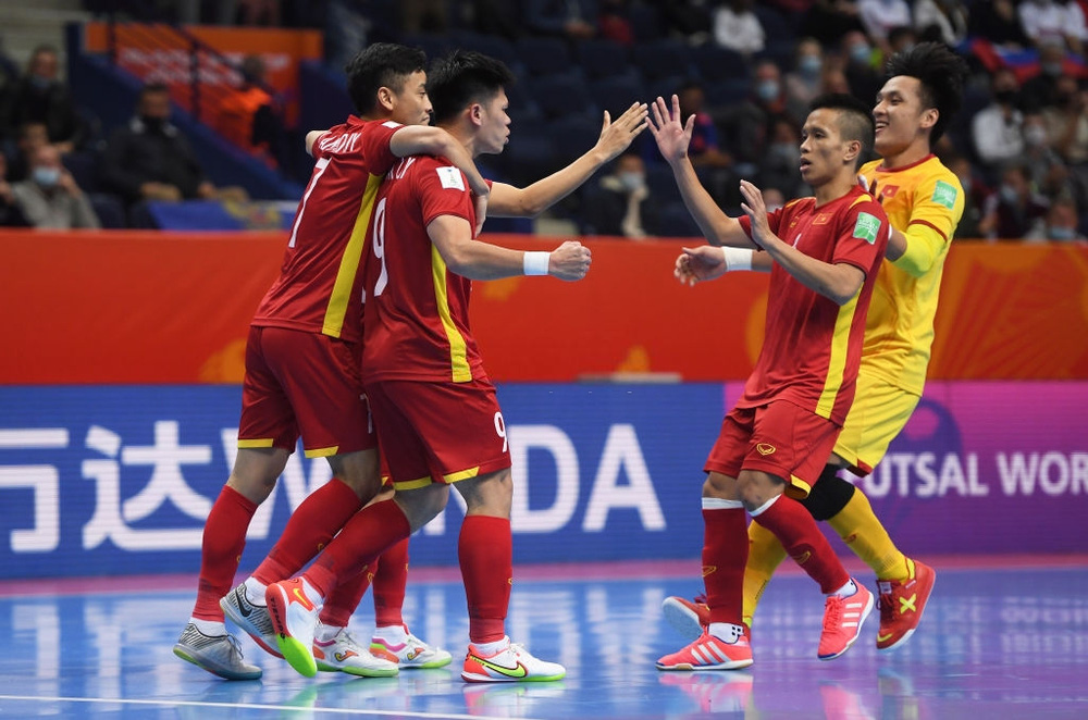 Suýt khiến đối thủ ôm hận tại World Cup, tuyển Việt Nam chiếm trọn trái tim CĐV khu vực - ảnh 1