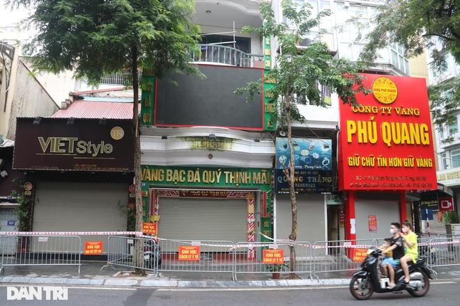 Phong tỏa đoạn phố Hà Nội có người đàn ông tự tử dương tính SARS-CoV-2
