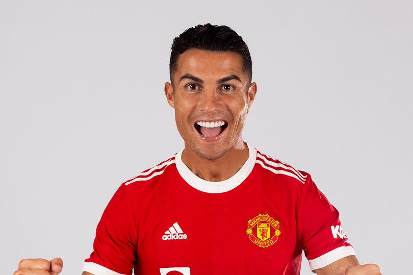 Nhận áo số 7 từ Cavani, Ronaldo lần đầu lên tiếng