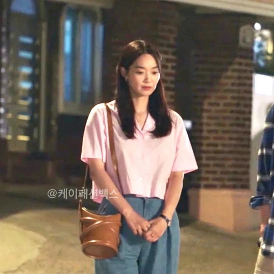 Nàng 30+ học được cả tá công thức mix đồ đơn sắc từ Shin Min Ah