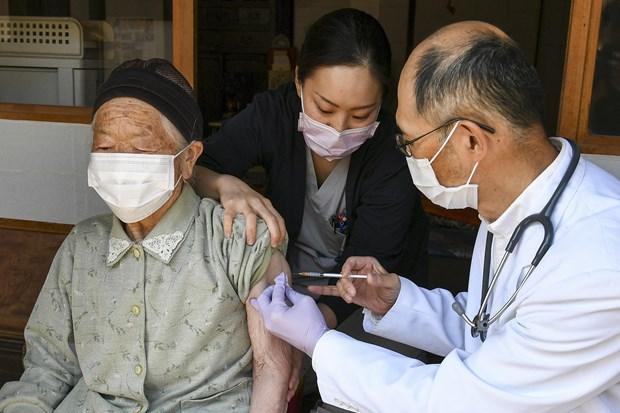 Nhật Bản chuẩn bị tiêm mũi vaccine tăng cường cho người trên 65 tuổi
