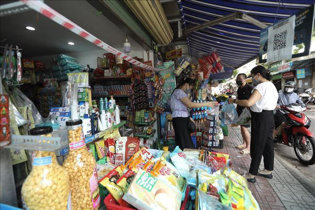 Người dân Hà Nội tấp nập mua bán sau thời gian giãn cách