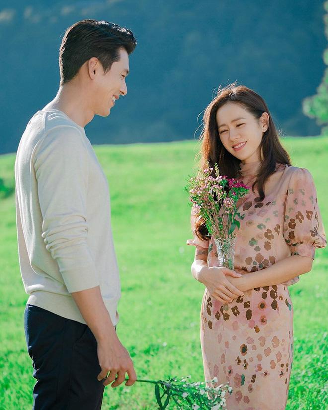 """6 cặp đôi có phong cách thời trang đẹp mắt trong phim Hàn, từ couple """"hường phấn"""" đến cặp đôi """"đầu gấu"""" đều có đủ"""