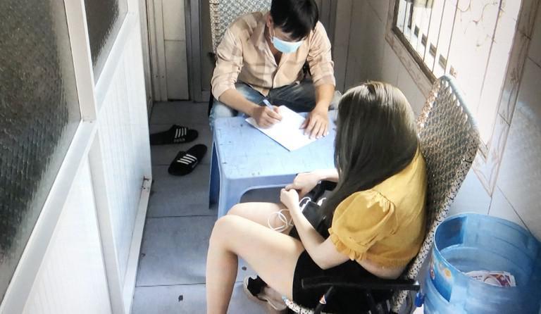 """Vụ 2 gái mại dâm """"nhí"""" bán dâm cho 6 thanh niên: Chủ nhà nghỉ Phú Thơ lôi kéo vợ con """"chứa mại dâm"""""""