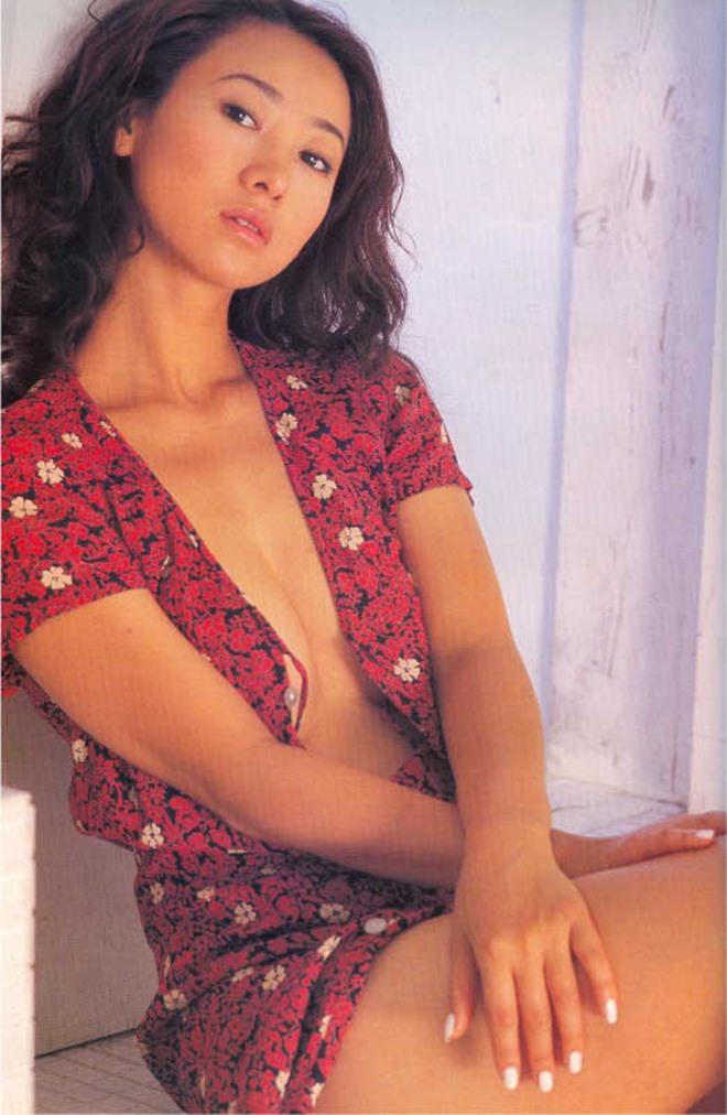 Hoa hậu Hong Kong tuổi 53 vẫn trẻ đẹp nhờ ngủ nhiều