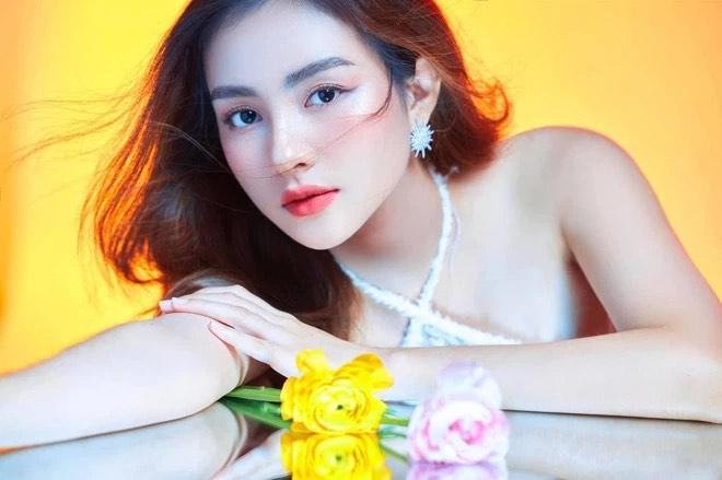 """Nữ sinh Tiền Giang """"gây bão tranh cãi"""" vì quá xinh đẹp, được dự đoán làm hoa hậu - ảnh 1"""