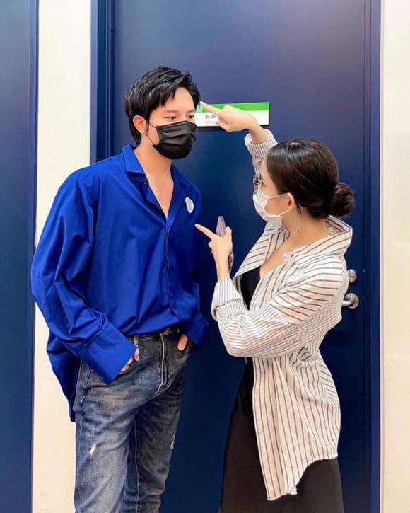 Chỉ 1 câu hỏi của Hòa Minzy đã vô tình hé lộ chuyện Anh Tú sống chung với LyLy?