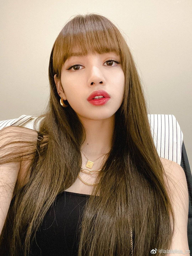 Nghe Lisa kể về nguồn gốc tóc mái 10 tỷ, netizen đồng loạt hô to: