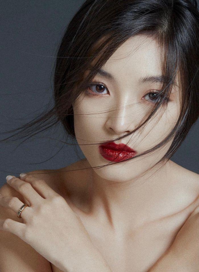 'Nữ thần y khoa' khoe khuôn trăng đầy đặn, netizen nhìn mà mê - ảnh 1