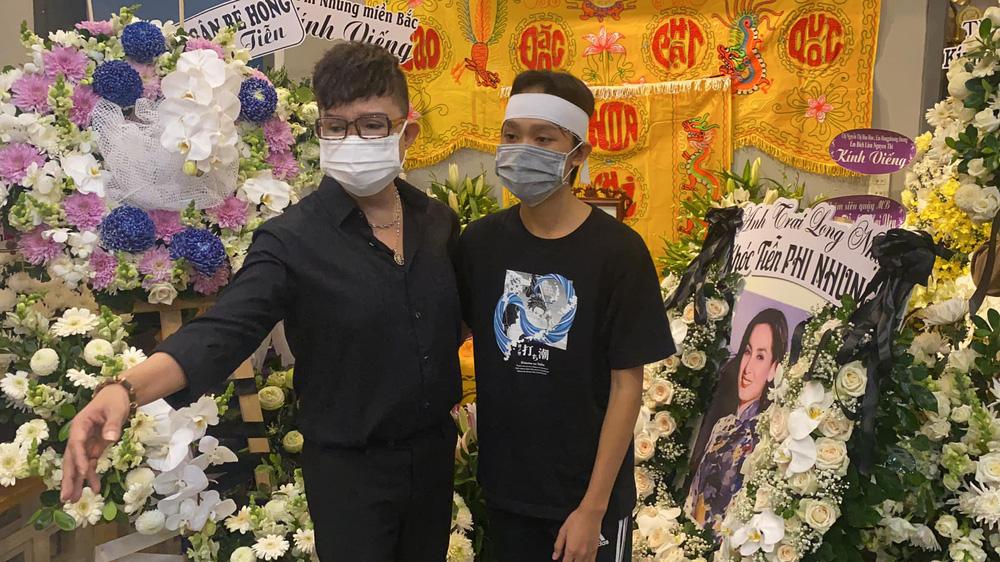 Liên tục livestream bênh Phi Nhung, trách Hồ Văn Cường vô ơn, Long Nhật bị chỉ trích gay gắt - ảnh 1