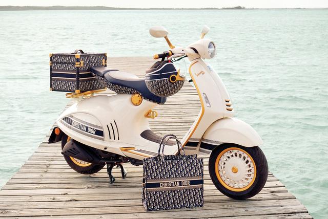 Vespa 946 Christian Dior chốt giá hơn 600-700 triệu tại Việt Nam: Đi kèm phụ kiện Dior sang chảnh, đắt hơn cả Kia K3 mới ra mắt - ảnh 1