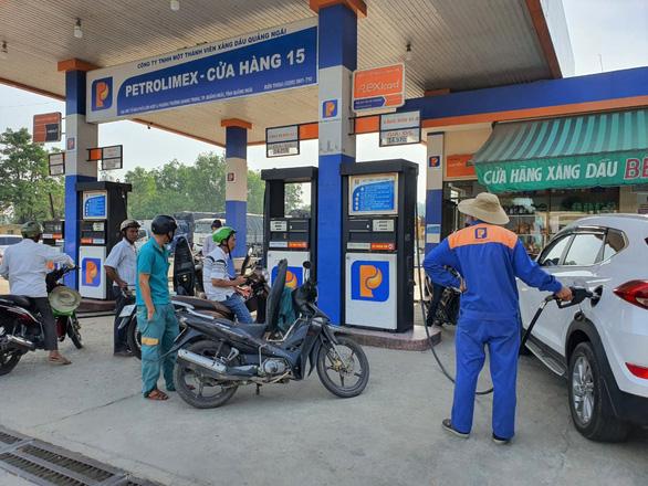 Giá xăng dầu tăng mạnh, xăng RON95 lên gần 23.000 đồng/lít - ảnh 1