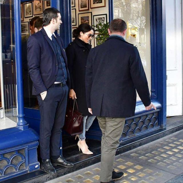 Khoảnh khắc bóc trần lời nói dối của Meghan đổ lỗi cho hoàng gia, nữ công tước muốn cãi cũng không được - ảnh 1