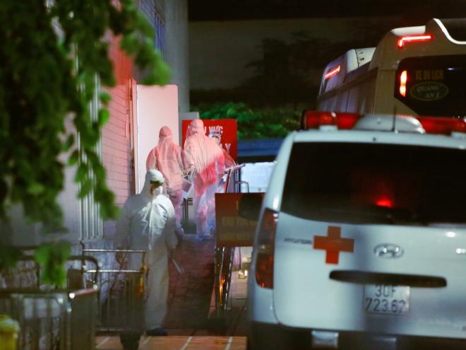 Hỗ trợ Bệnh viện Việt Đức chuyển người bệnh đến các cơ sở khám, chữa bệnh khác