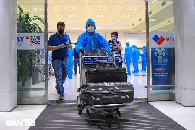 Gần 2.000 người từ phía Nam về Hà Nội, phát hiện 22 ca Covid-19
