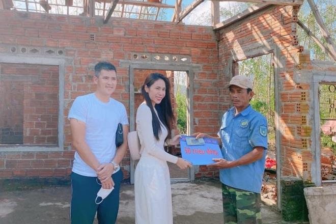 Ca sĩ Thủy Tiên, nghệ sĩ Hoài Linh làm từ thiện tại Quảng Ngãi như thế nào? - ảnh 1