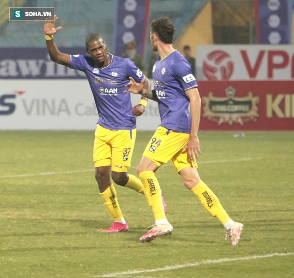 Bầu Hiển lại có hành động gây bất ngờ, bóng đá Việt Nam sắp diễn ra loạt thương vụ bạc tỷ? - ảnh 1