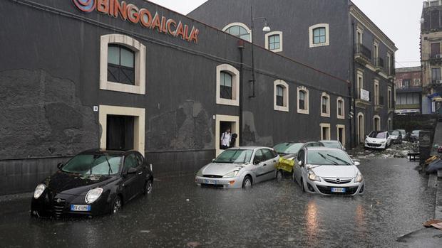 Mưa bão lớn gây lũ lụt nghiêm trọng ở Sicily, ít nhất 2 người thiệt mạng