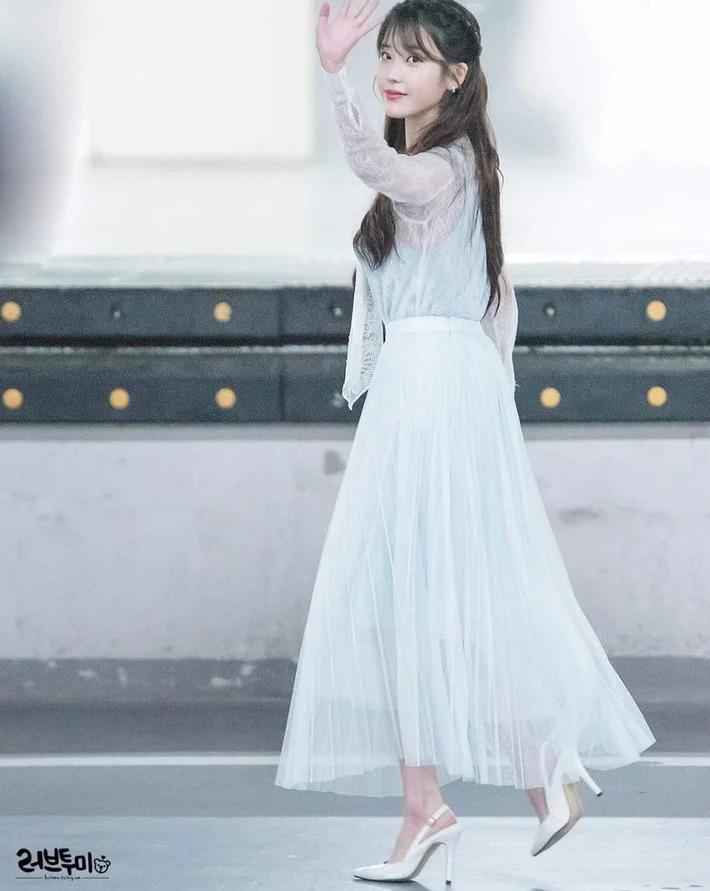 Mẹo đi giày cao gót không lo đau chân của IU, Kendall Jenner - ảnh 1