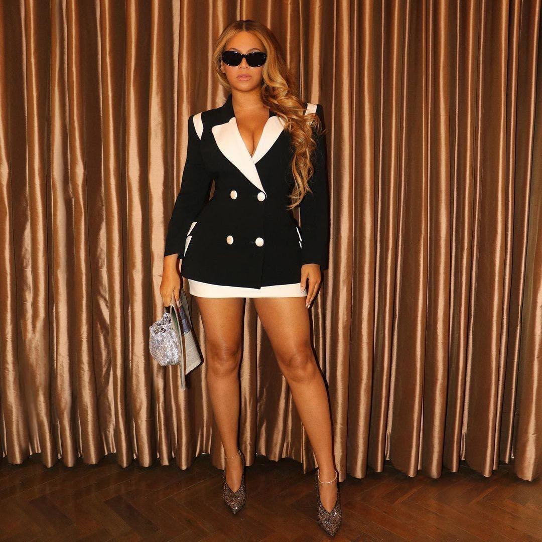 Beyoncé và Jay-Z ton-sur-ton với thiết kế đen và trắng