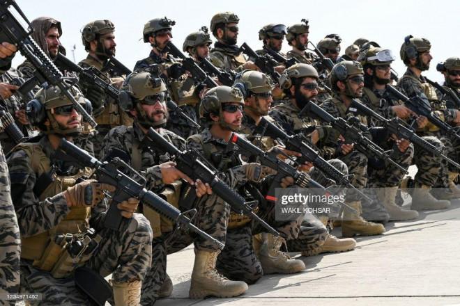 Chán vũ khí Mỹ, đặc nhiệm Badri 313 của Taliban quay lại dùng AK-47