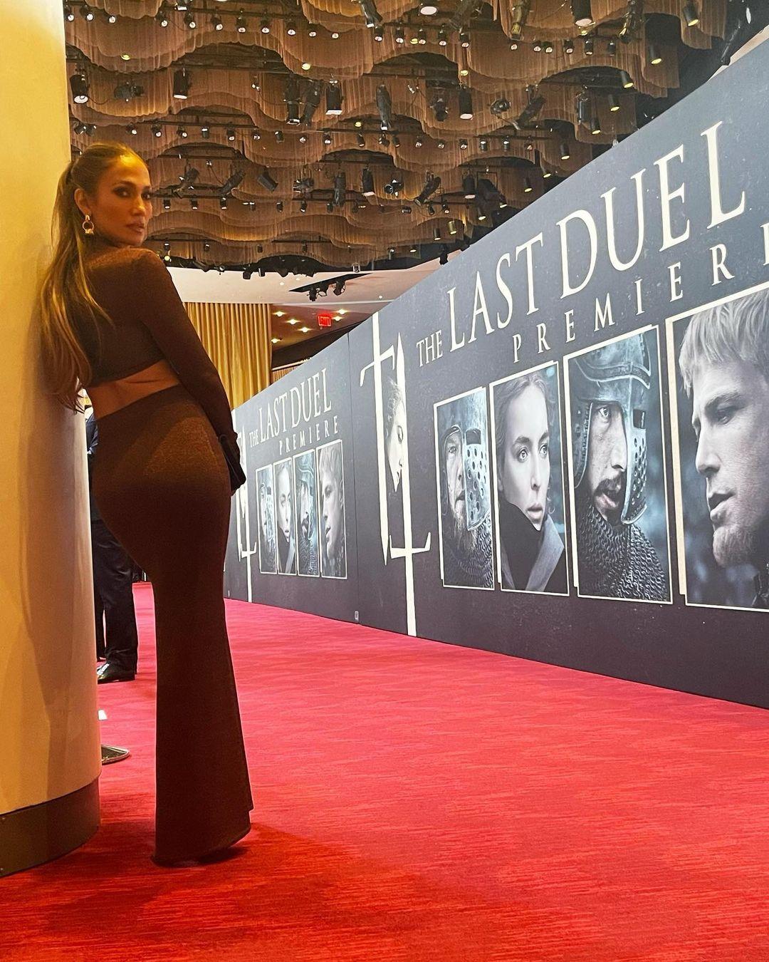 Những lần nâng tầm đẳng cấp trang phục màu nâu của Jennifer Lopez