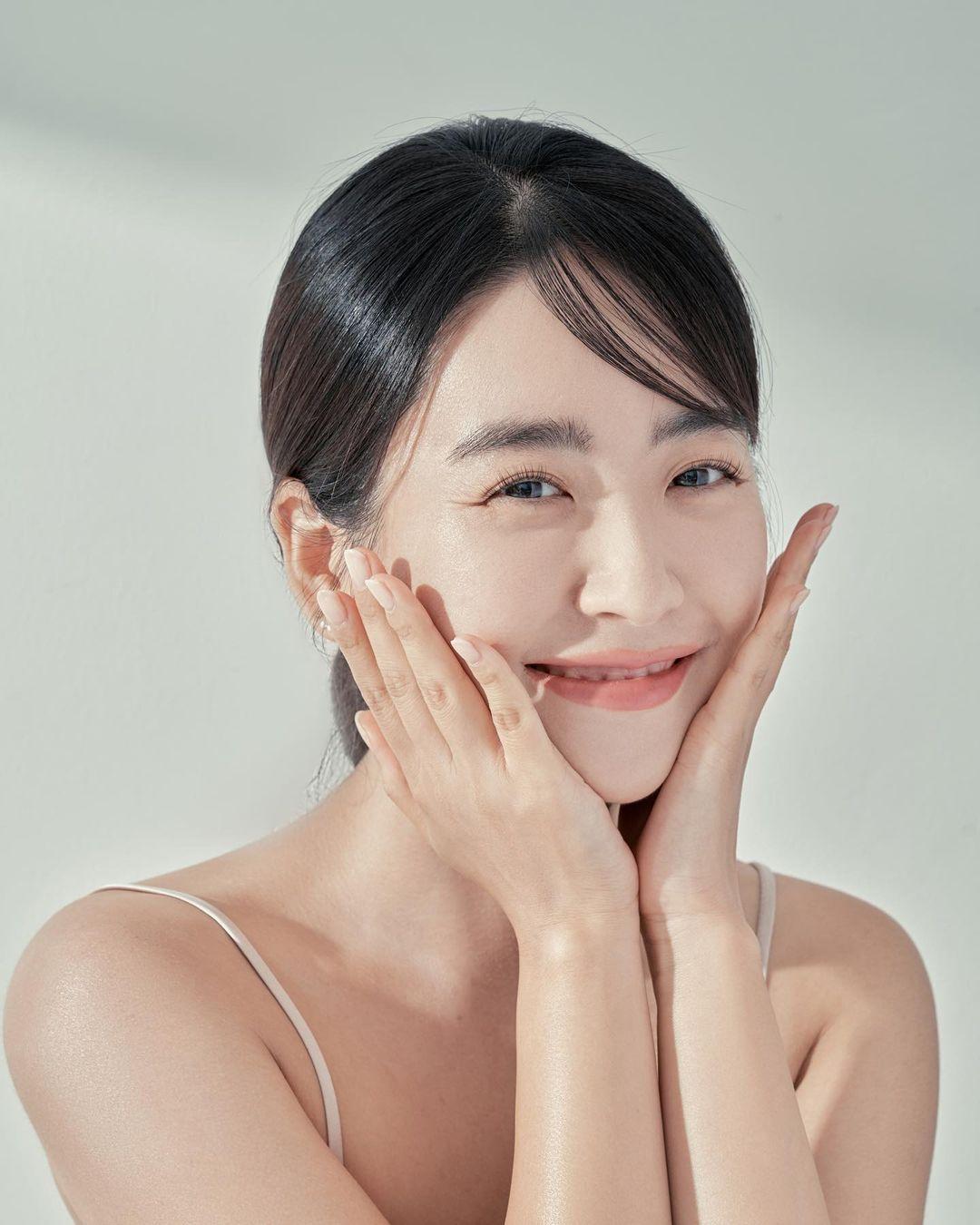 5 cách chăm sóc da trong những ngày mưa - ảnh 1
