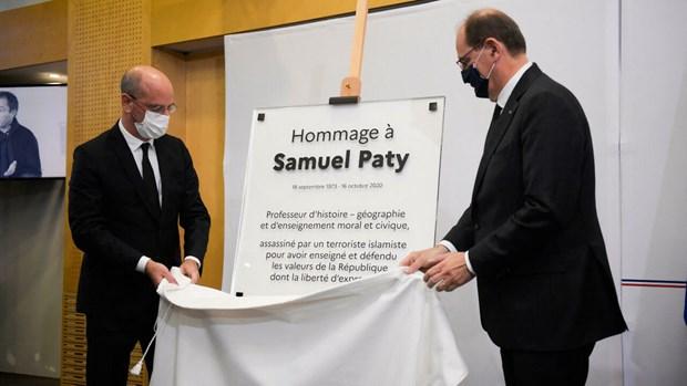 Pháp tưởng niệm vụ thầy giáo bị sát hại vì tranh biếm họa nhà tiên tri