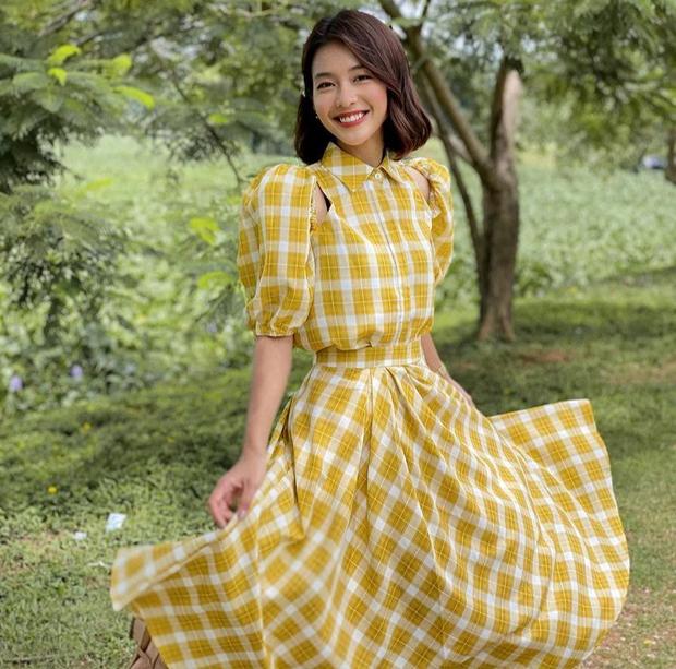 """Khả Ngân mách chỗ mua loạt váy xinh mặc trong 11 Tháng 5 Ngày, toàn đồ style """"chanh sả"""" chị em thích"""