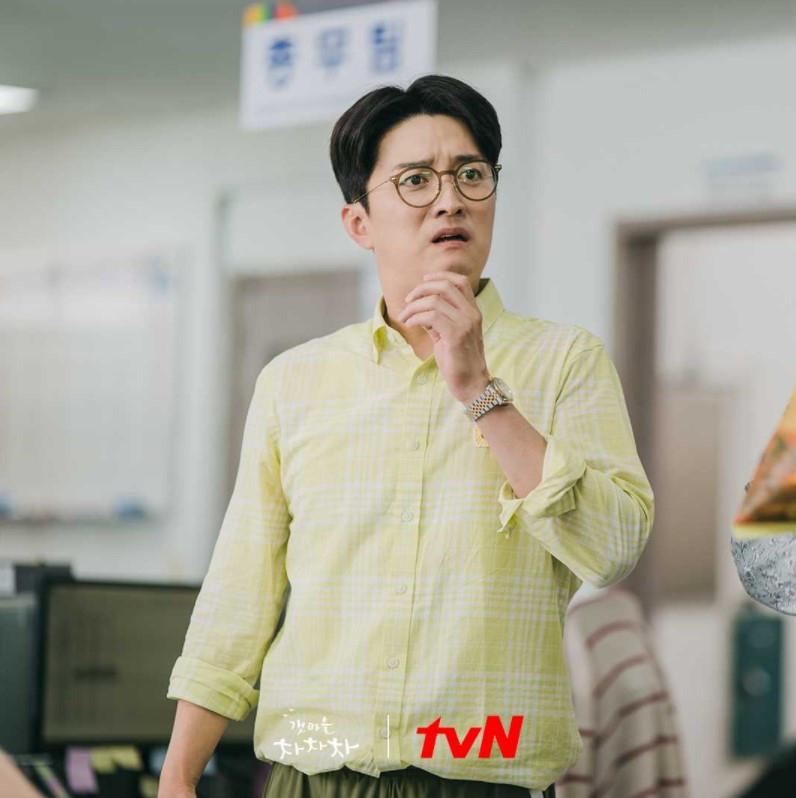 'Chủ tịch phường' In Gyo Jin 'Hometown Chachacha': Tài phiệt đời thứ hai, hôn nhân hạnh phúc với sao nữ 'Gia đình đá quý'