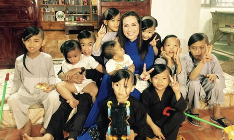Hoàng Kiều nhận nuôi 23 con Phi Nhung, nữ đại gia nói kém duyên?