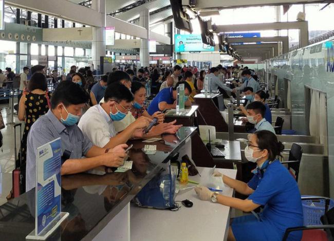 Giá vé cao và khan hiếm, Cục hàng không kiến nghị bỏ giãn cách trên máy bay - ảnh 1