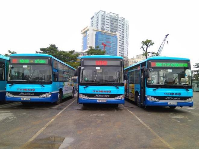 Xe buýt Hà Nội, taxi và xe công nghệ được lăn bánh, khách phải tuân thủ điều gì?