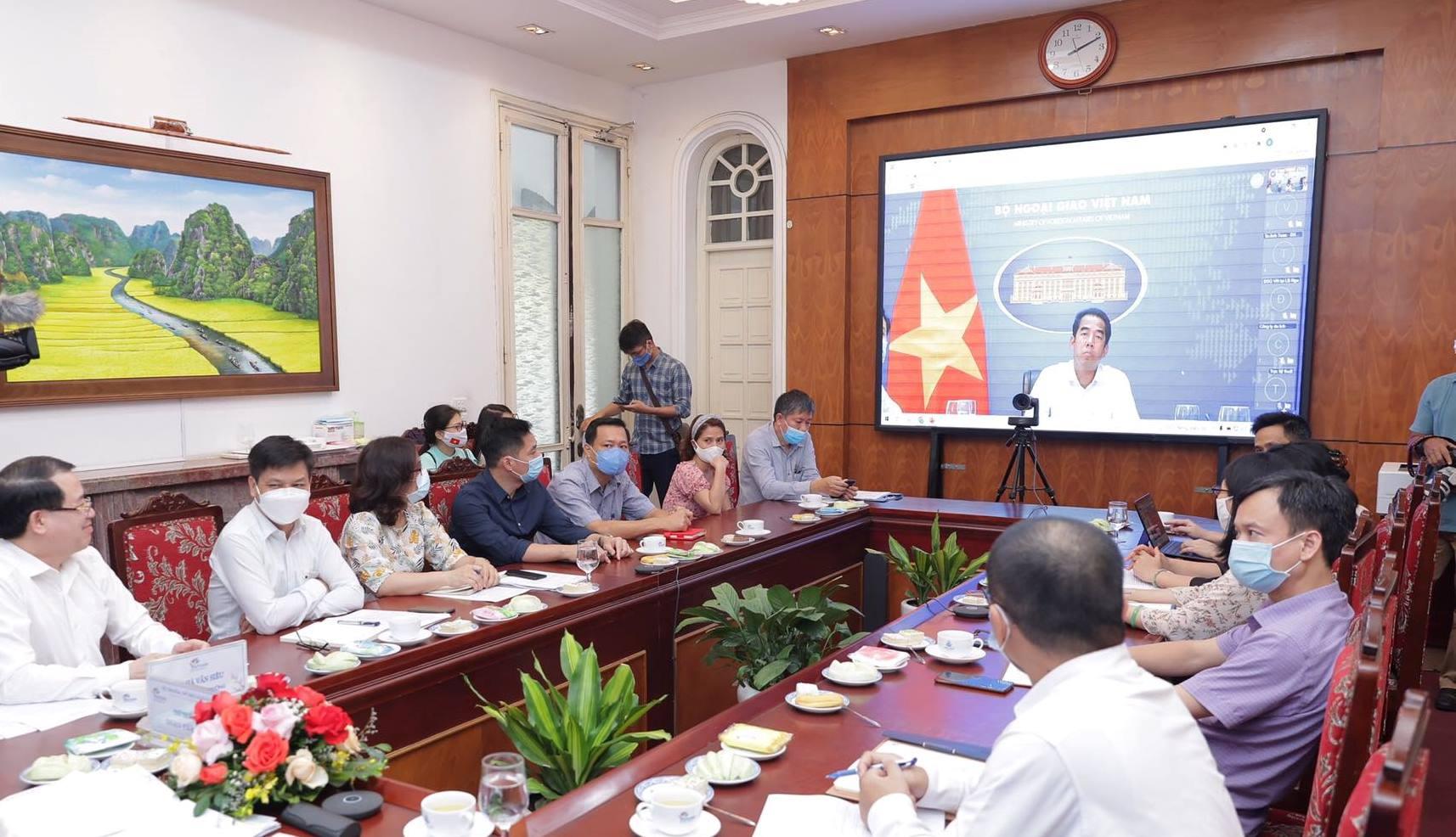 Bộ VHTTDL phối hợp với Bộ Ngoại giao 'mở cửa lại du lịch quốc tế'