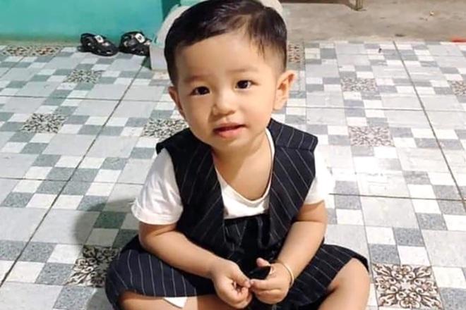Bé trai 2 tuổi ở Bình Dương mất tích bí ẩn khi chơi trước sân nhà