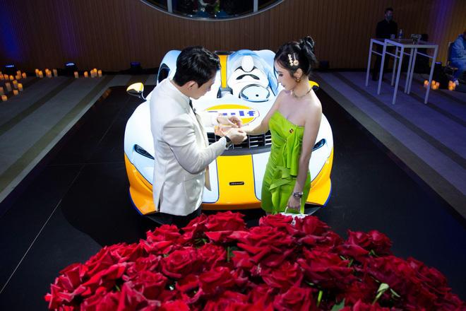 """Minh Nhựa mở tiệc kỷ niệm 200 tỷ, bạn thân Chi Pu ở Mỹ đăng cả ảnh vợ chồng đại gia lên để """"cà khịa"""" thẳng mặt?"""