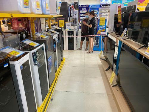 Nóng tuần qua: Hàng điện máy tràn ngập hàng tồn, các siêu thị đua nhau giảm giá sốc