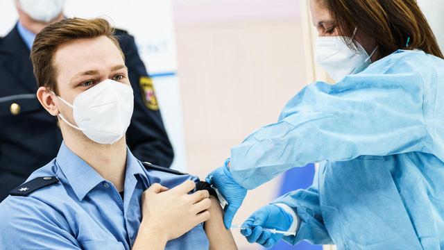 Đức quy định người chưa tiêm vaccine COVID-19 tự trả tiền xét nghiệm