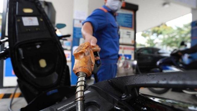 Giá xăng tăng mạnh, cao nhất trong vòng 7 năm qua - ảnh 1